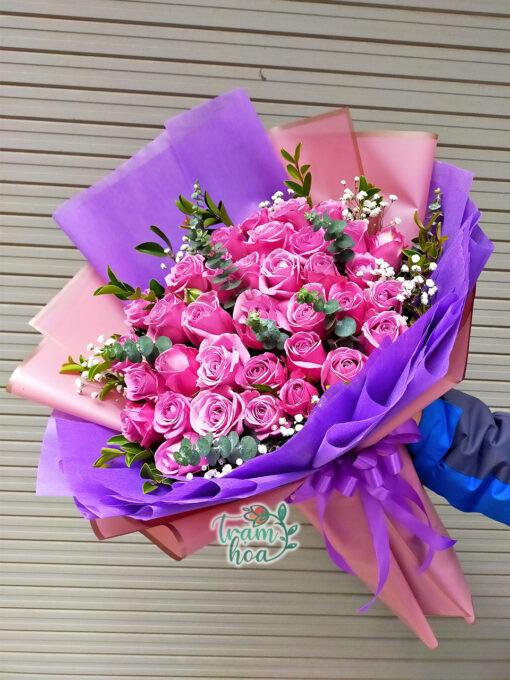 Bó hoa hồng tím mơ màng