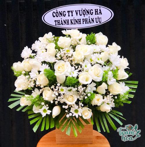 Lẵng hoa để bàn viếng đám tang