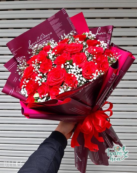 Bó hoa hồng tỏ tình gói giấy đỏ