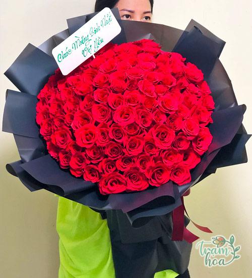 Bó hoa khổng lồ 100 bông hồng đỏ