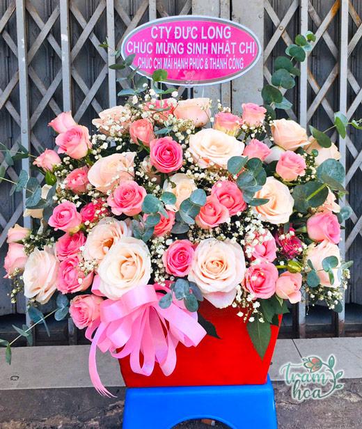 Giỏ hoa hồng đẹp tặng nhà báo nữ