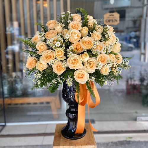 Bình hoa tươi đẹp, sang trọng